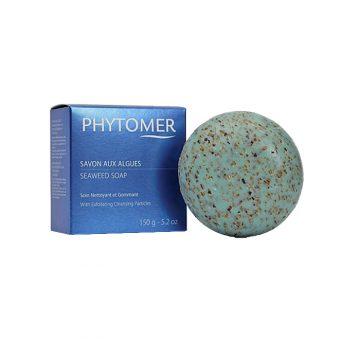 Сапун с морски водорасли, с енергизиращ и пилинг ефект. Почиства тялото и ексфолира мъртвите клетки, обновява кожата, оставяйки я мека и еластична. Формула с естествени морски екстракти, които изпълват въздуха с успокояващ аромат на море. Производител Phytomer Франция – едно от водещите имена в производството на морска козметика. Опаковка 150 г.